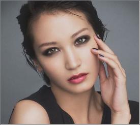 黒田エイミさんの髪型がセミロングや、ショートどの髪型を見ても魅力的です。